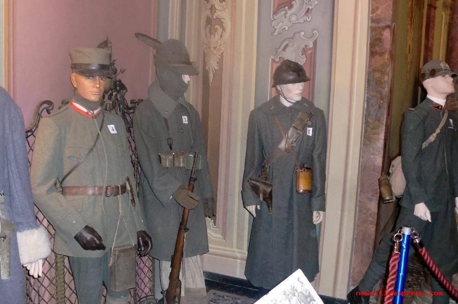 Divise e armi dei primi 150 anni