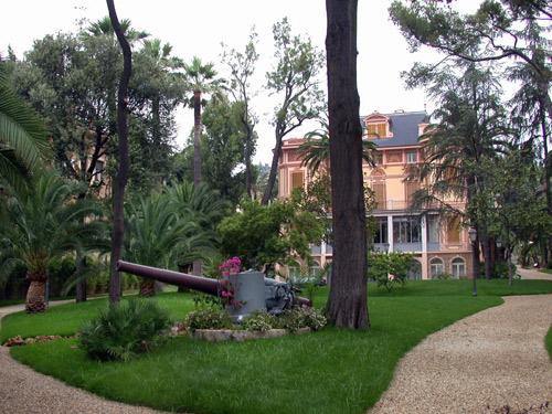 immagini_articoli/1448230485_villa-e-parco_cannone.jpg